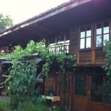 Двора на къщата за гости на Галина Дурмушлийска/Котел