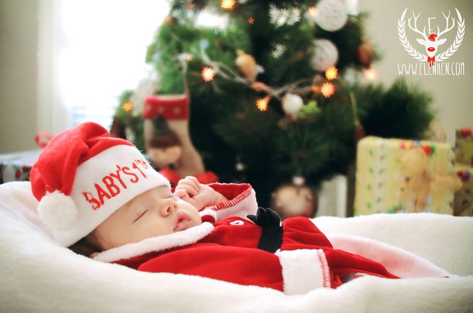 Първата коледна фотосесия на бебето Ани