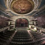 """Изоставеният театър """"Ню Бедфорд"""", САЩ Това е един стар театър и сграда за забваления намираща се в Масачузетц. Отваря врати през 1912 и затваря през 1959 – след това е била ползвана за супермаркет и да съхранява тютюн. Сега Orph Inc. събират средства, за да реставрират сградата."""