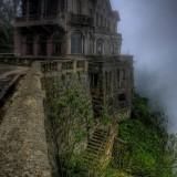 Хотел Де Салто, Колумбия Хотелът Де Салто отваря през 1928 близо до водопадите Текуендема в Колумбия, за да приютява туристи, които са отишли да се наслаждават на 157 метровите водопади. Затваря в началото на 90-те след като интереса към водопадите намалява. През 2012 г. обаче е превърнат в музей.