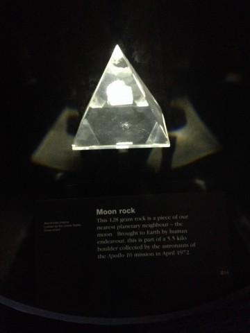 Камък от луната взет от Аполо 16