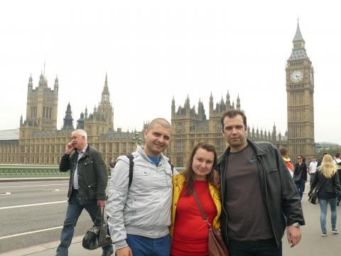 Аз, Геви и адаша пред Биг Бен