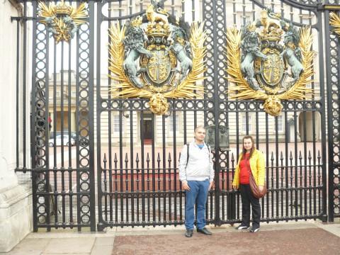 Ние пред вратите на Бъкимгамския дворец