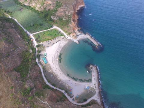 Плаж болата сниман от високо с дрон